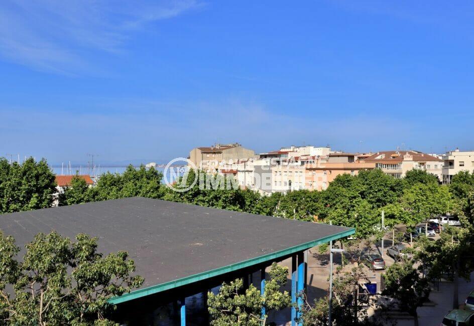 vente appartement roses espagne vue mer à 200 m depuis la terrasse