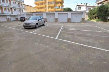 immo center roses: appartement 3 chambres 74 m², parking privé dans la résidence