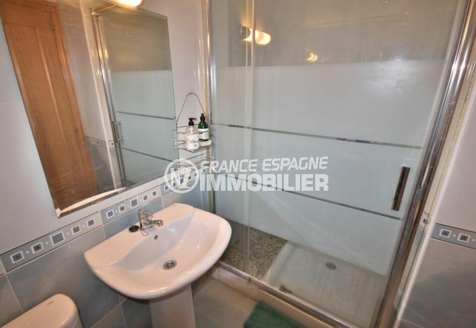 costabrava immo: appartement 97 m², salle d'eau avec douche à l'italienne et wc