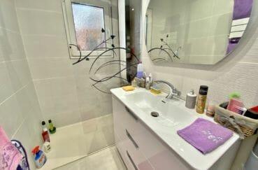 immocenter roses: villa 70 m², salle d'eau avec douche à l'italienne