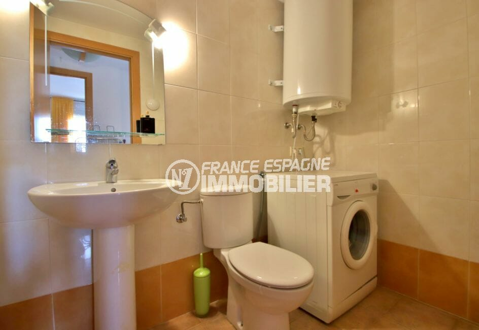 vente immobilier rosas espagne: appartement 98 m², salle d'eau avec wc et lave linge