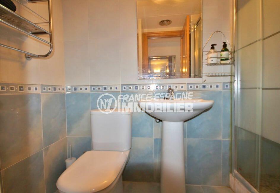 appartement costa brava, 97 m² avec salle d'eau offrant douche à l'italienne, wc