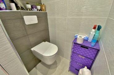 immo center rosas: villa 70 m², wc indépendant avec commode pour rangements