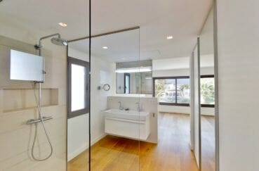 immocenter empuriabrava: villa 235 m², salle de bain dans la suite parentale avec douche