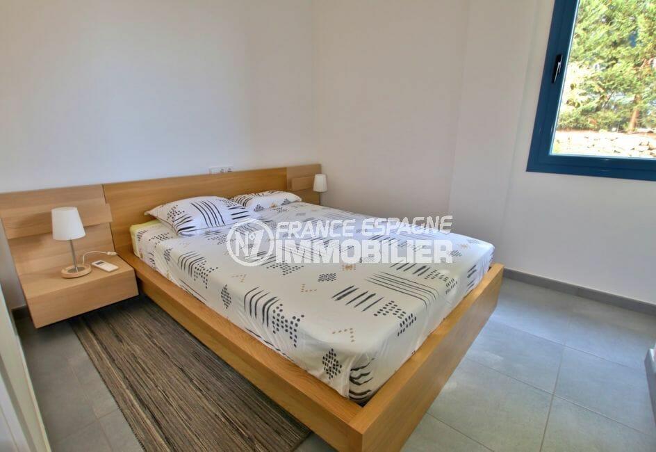 maison roses, 255 m², vue mer, chambre à coucher lumineuse, exposition sud