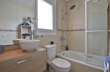 achat maison espagne rosas, 76 m², salle de bain avec douche et wc