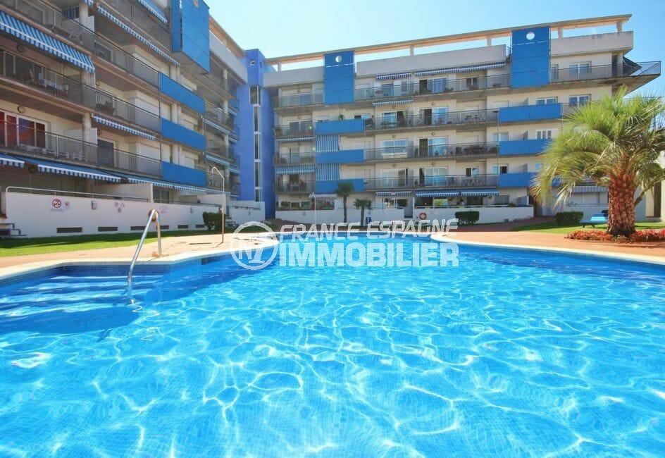 immocenter roses: appartement 98 m², belle piscine communautaire bien entretenue