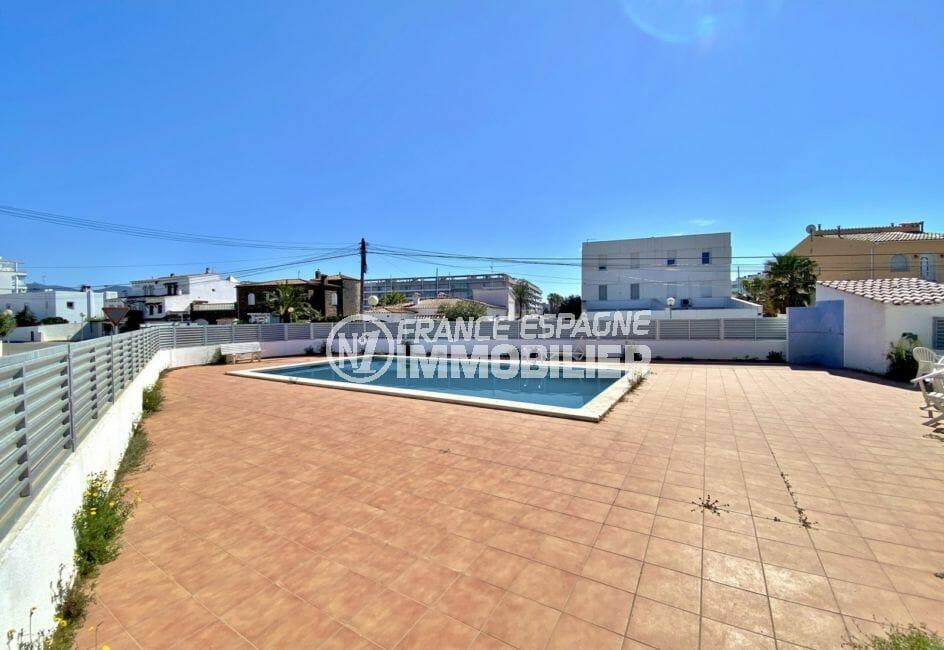 immo center roses: villa 70 m², agréable piscine communautaire, exposition sud