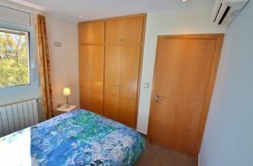 maison a vendre rosas vue mer, 294 m² en 3 appartements avec piscine, chambre avec penderie