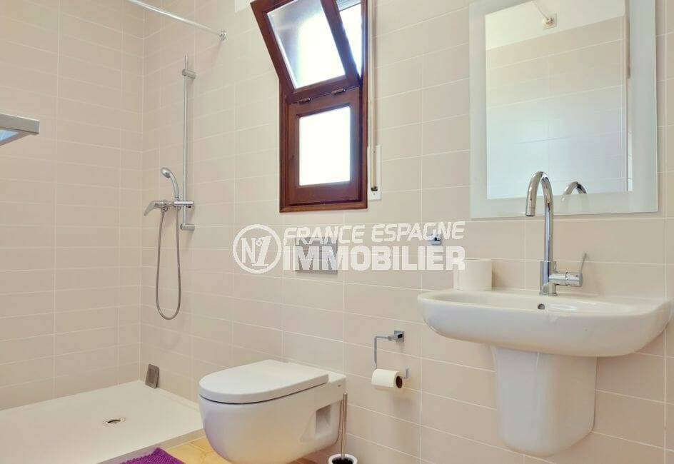 immocenter empuriabrava: villa 168 m², salle d'eau avec douche et wc, fenêtre