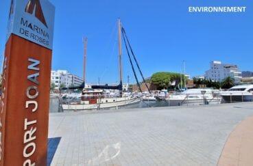promenade sur le canal de roses avec ses magnifiques bateaux à moteur ou voilier