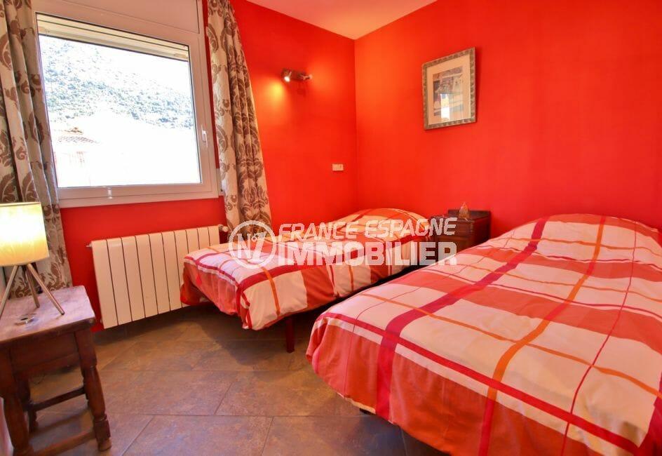 immocenter roses: villa 294 m² en 3 appartements avec piscine, chambre avec lit double et lit simple