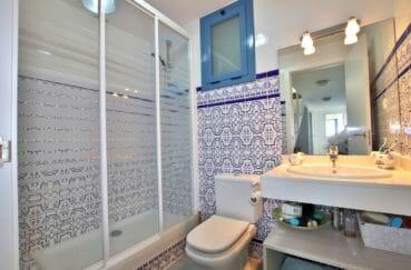 acheter villas a rosas, 255 m², salle d'eau avec une douche spacieuse et vitrée, wc