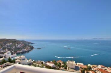 maison a vendre rosas, 255 m², vue dégagée de la piscine sur la mer