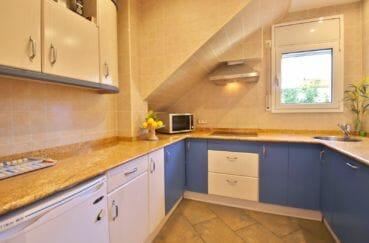 maison a vendre espagne bord de mer, 294 m² construit en 3 appartements avec piscine, cuisine équipée