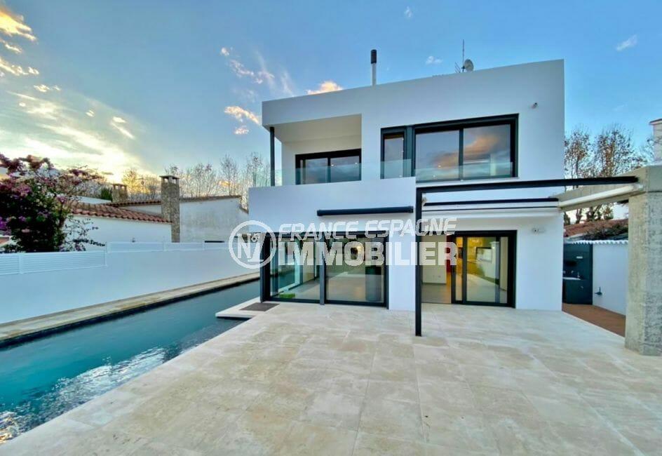 vente immobiliere costa brava: villa moderne et neuve de 235 m² avec sa piscine