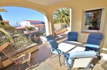 habitaclia rosas: villa 294 m² en 3 appartements avec piscine, terrasse avec vue mer