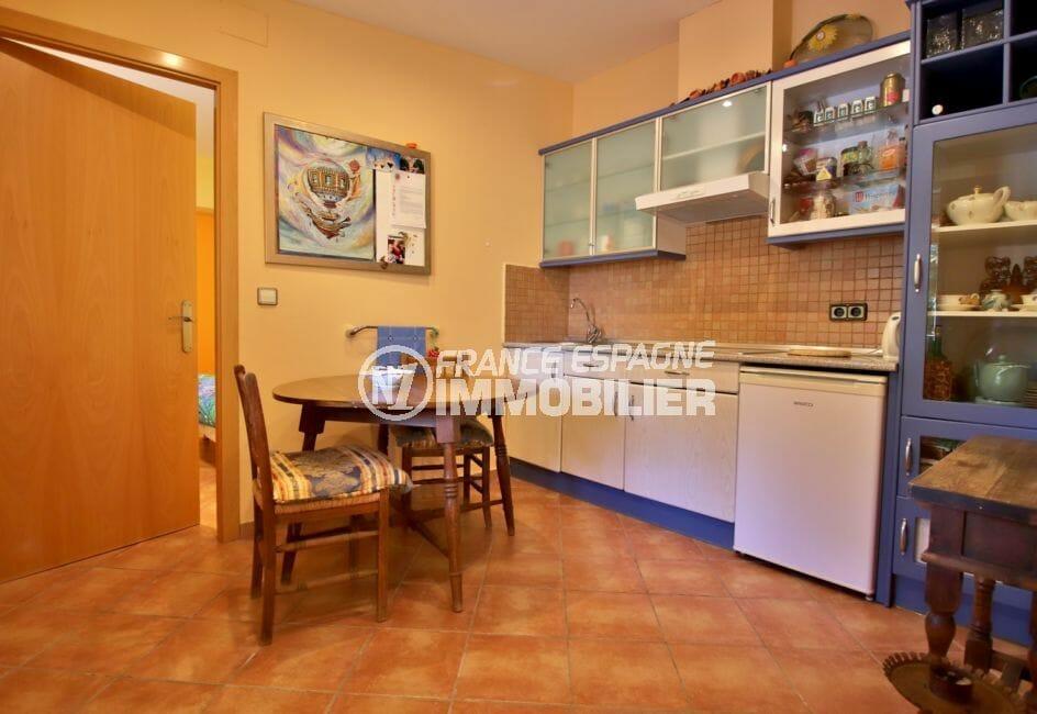 vente immobilier rosas espagne: villa 294 m² en 3 appartements avec piscine, cuisine ouverte