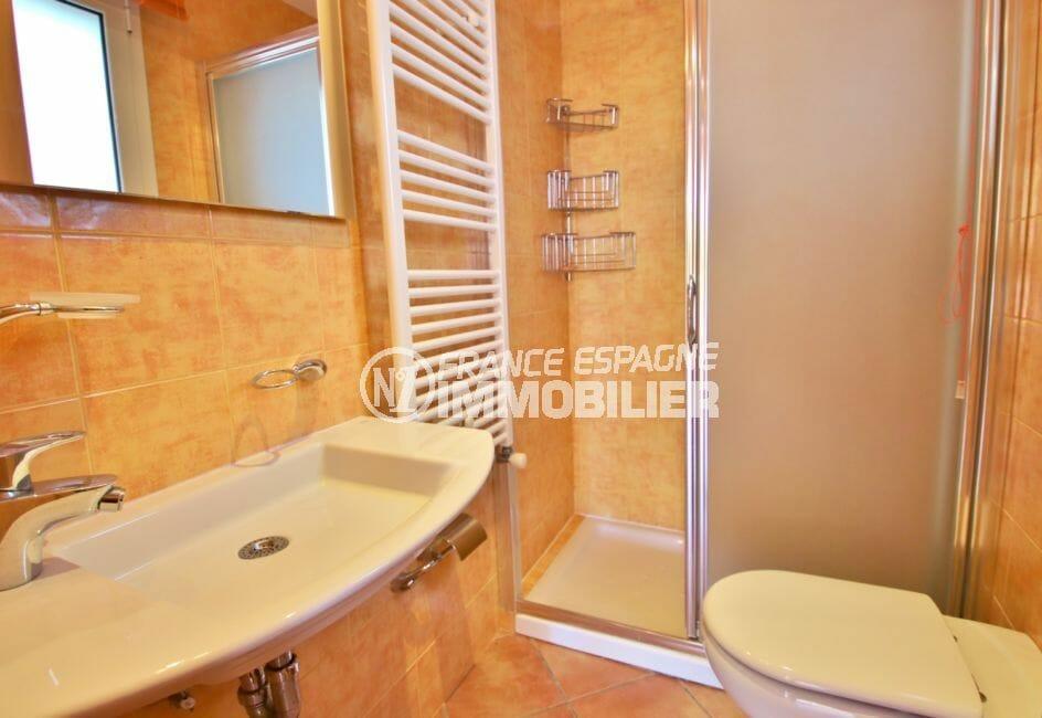 immo center rosas: villa 294 m² en 3 appartements avec piscine, salle d'eau avec douche, porte vitée