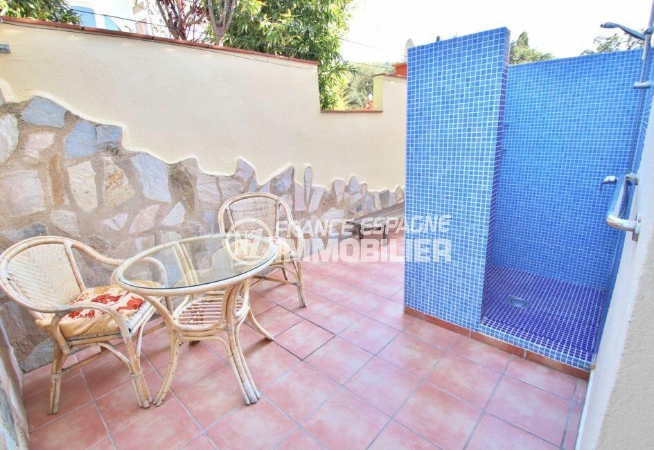 acheter en espagne: villa 294 m² en 3 appartements avec piscine, terrasse coté piscine, douche extérieure