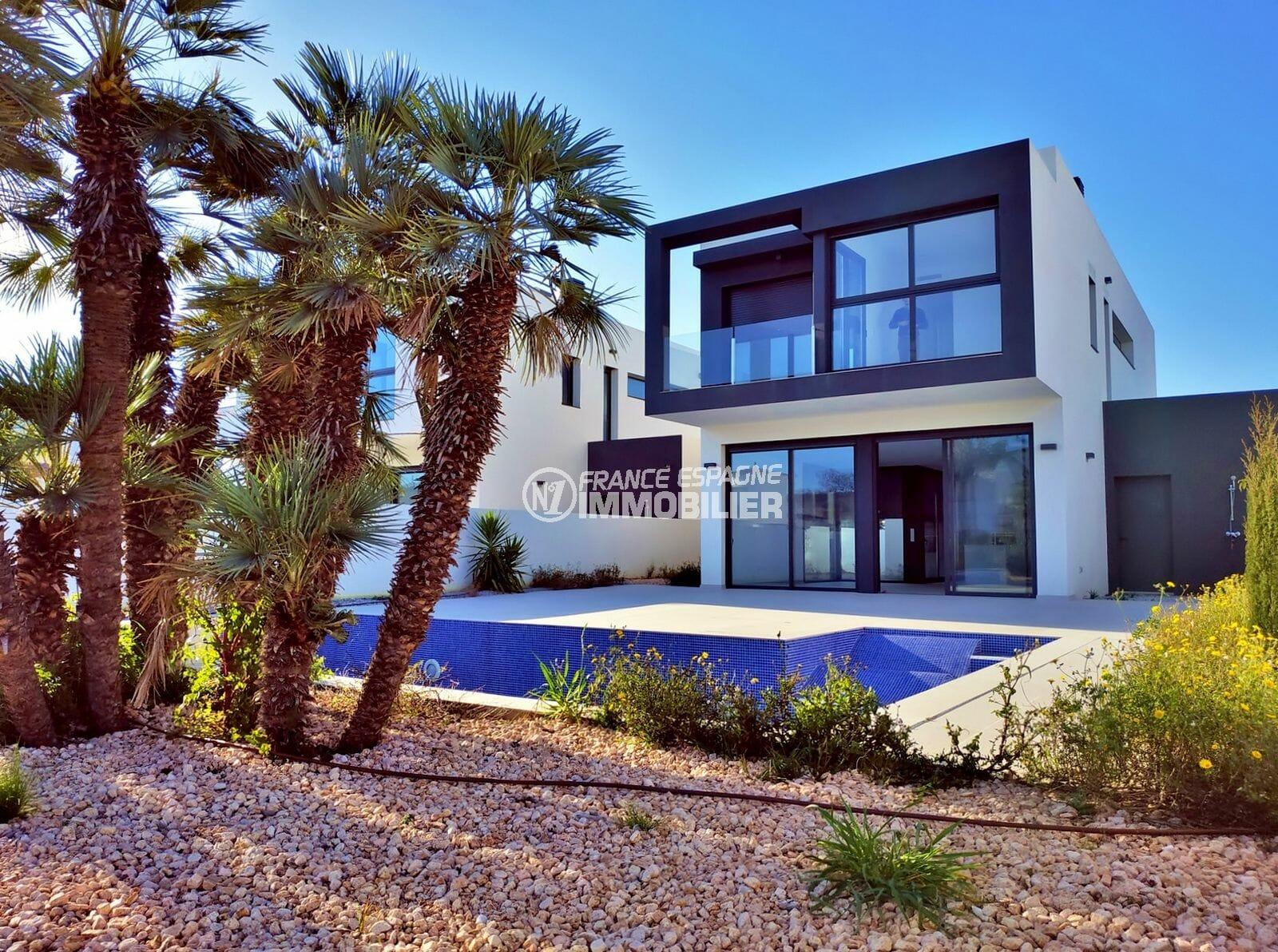 maison a vendre empuriabrava, villa 200 m² construite sur terrain de 499 m², piscine, douche extérieure, amarre 12,5 m, proche plage
