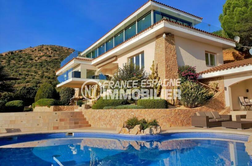 agence immobiliere costa brava: villa de 480 m² sur terrain 2 012 m², piscine, jacuzzi, garage 68 m² sur la bahía de roses