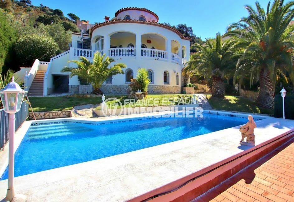 vente immobiliere costa brava: villa 366 m² construit sur terrain de 857 m² avec piscine, proche plage de roses