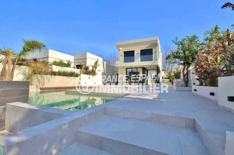 immo empuria: villa 5 pièces 234 m² sur terrain 500 m² avec piscine privé, amarre 12,5 m, garage
