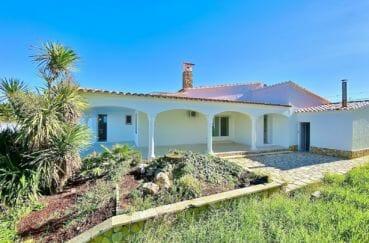 immo empuria: villa 128 m² 4 pièces avec terrain de 503 m², vuee canal, piscine, parking et garage. proche plage