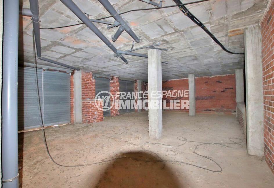 agence immobilière costa brava: local commercial 157 m², possibilité garage et cave