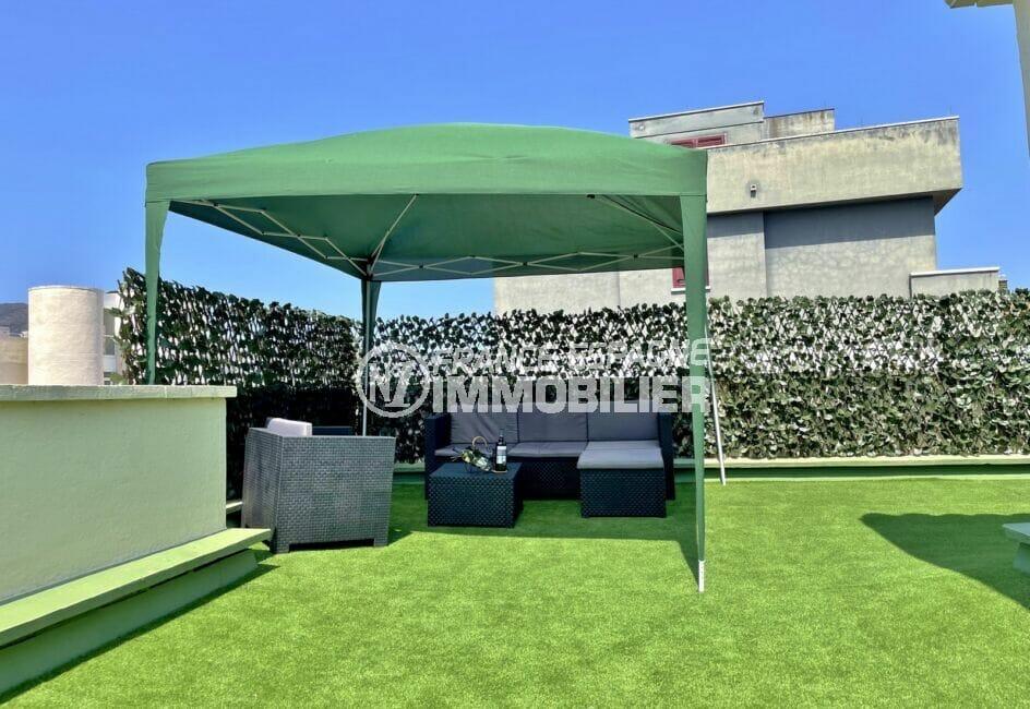 vente appartement rosas, 4 pièces 65 m², tente avec salon de jardin