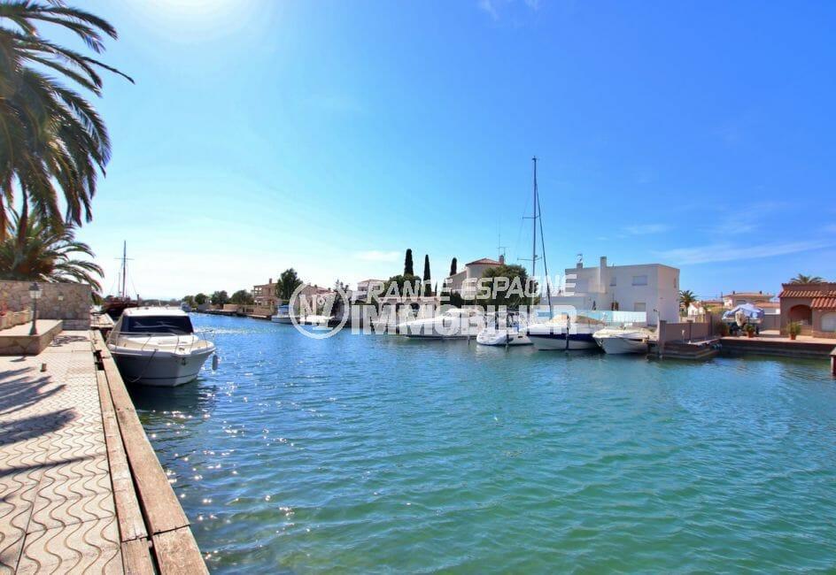 immo roses:  villa 336 m² avec amarre, vue canal, secteur prisé