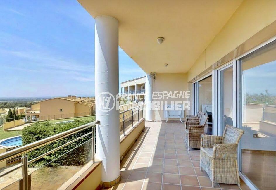 appartements a vendre a rosas, 5 pièces 136 m², terrasse couverte, vue mer et montagnes