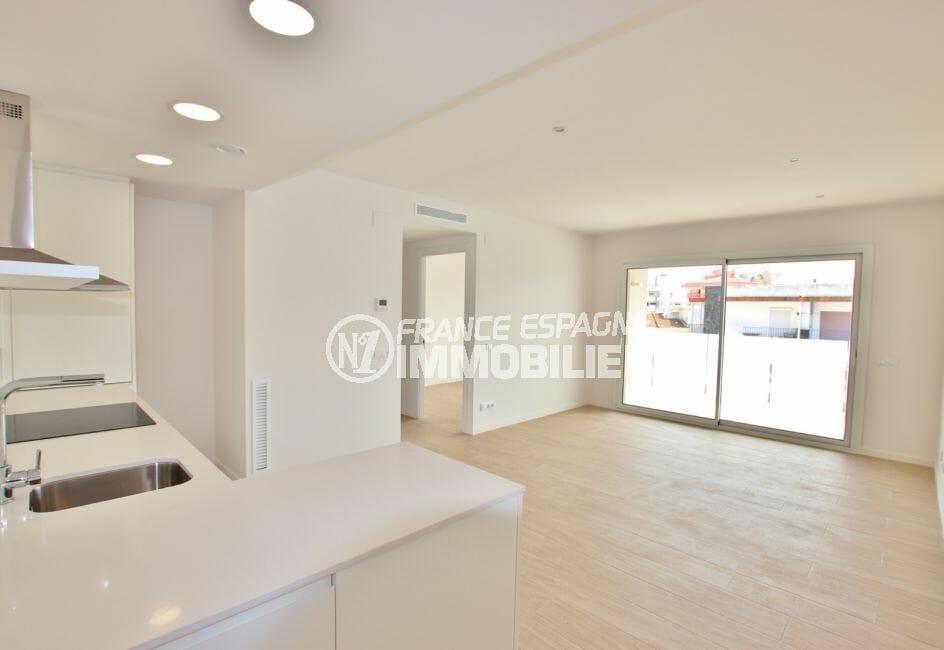immo roses: appartement de 72 à 93 m², cuisine ouverte sur salon, terrasse