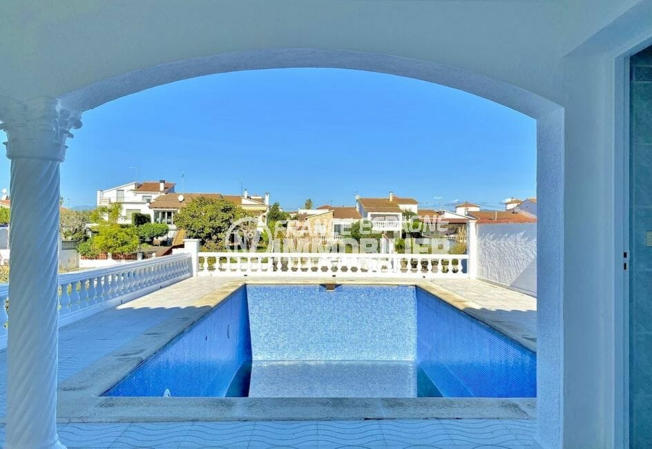 empuria immo: villa 4 pièces 128 m², belle piscine sur terrain de 503 m²