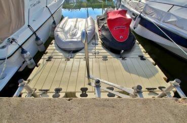 agence immobilière roses: amarre-anneau de 8 x 3 m sur le canal de santa margarida