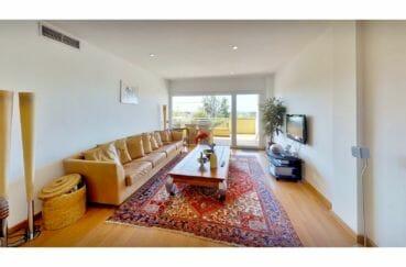 immo roses: appartement 5 pièces 136 m², salon avec accès terrasse, climatisation