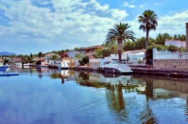 la costa brava: villa 208 m² avec amarre, belle vue sur le canal, exposition sud/est