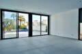 empuria immo: villa 200 m² avec amarre, salon avec accès terrasse piscine