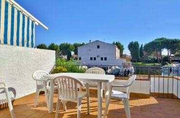 maison empuriabrava, 132 m² avec amarre, 1° terrasse avec accès direct canal