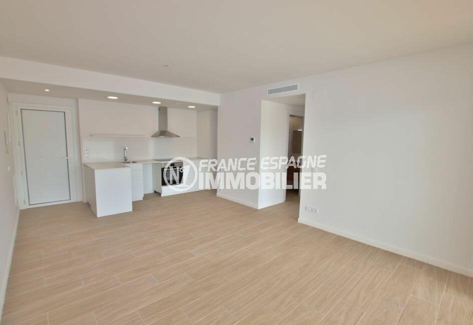 achat appartement rosas, 72 / 83 / 93 m², salon avec cuisine américaine, climatisation