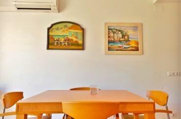 maison a vendre a empuriabrava, villa 5 pièces 176 m², salon/séjour avec coin repas, climatisation