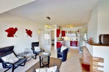 achat maison costa brava bord de mer, 4 pièces 119 m², séjour avec cheminée et cuisine américaine