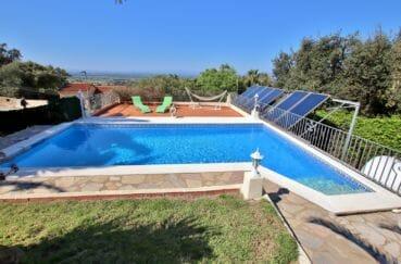 mas busca roses: villa 366 m², piscine privée 8 m x 4 m au chlore