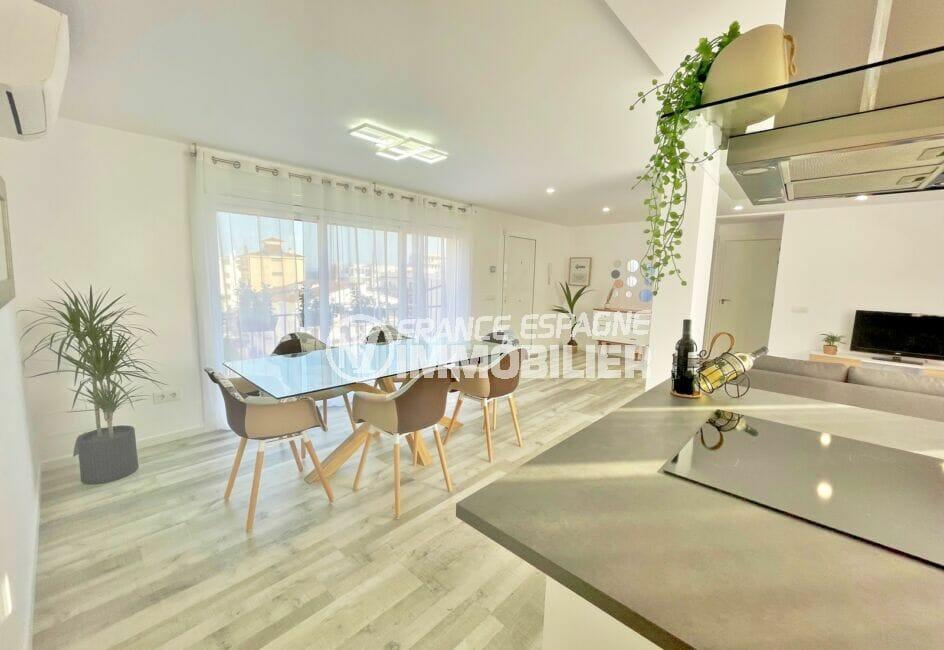 acheter appartement costa brava, 4 pièces 65 m², séjour lumineux avec cuisine américaine