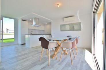 acheter appartement rosas, 4 pièces 65 m²; cuisine américaine avec espace repas