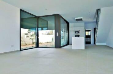 empuriabrava immo: villa 200 m² avec amarre, cuisine américaine aménagée, petite cour
