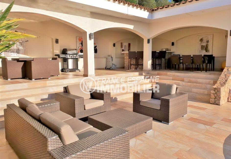 achat maison espagne costa brava, villa de 480 m², pool house avec grande terrasse aménagée