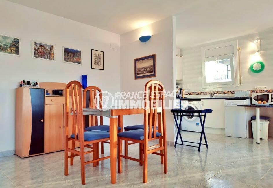 immo empuria: appartement 3 pièces 93 m², salle à manger avec cuisine ouverte