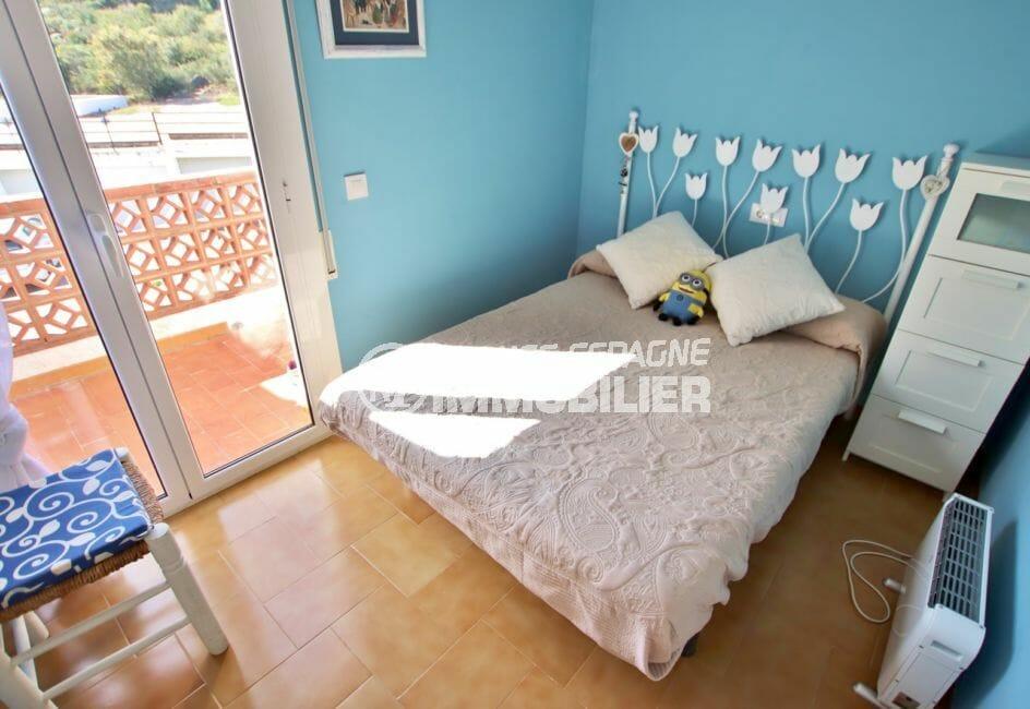 agence immobilière roses: villa 74 m² avec 2 chambres, 1° chambre, terrasse vue montagne